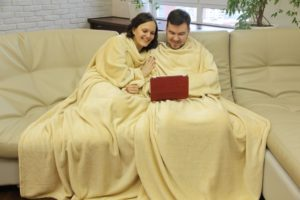 Фото двойного пледа с рукавами цвет Латте - СамПух.ру