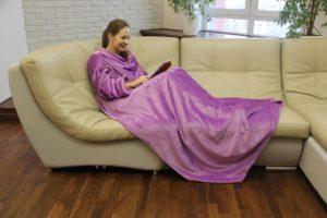 Фото пледа с рукавами - велсофт лаванда
